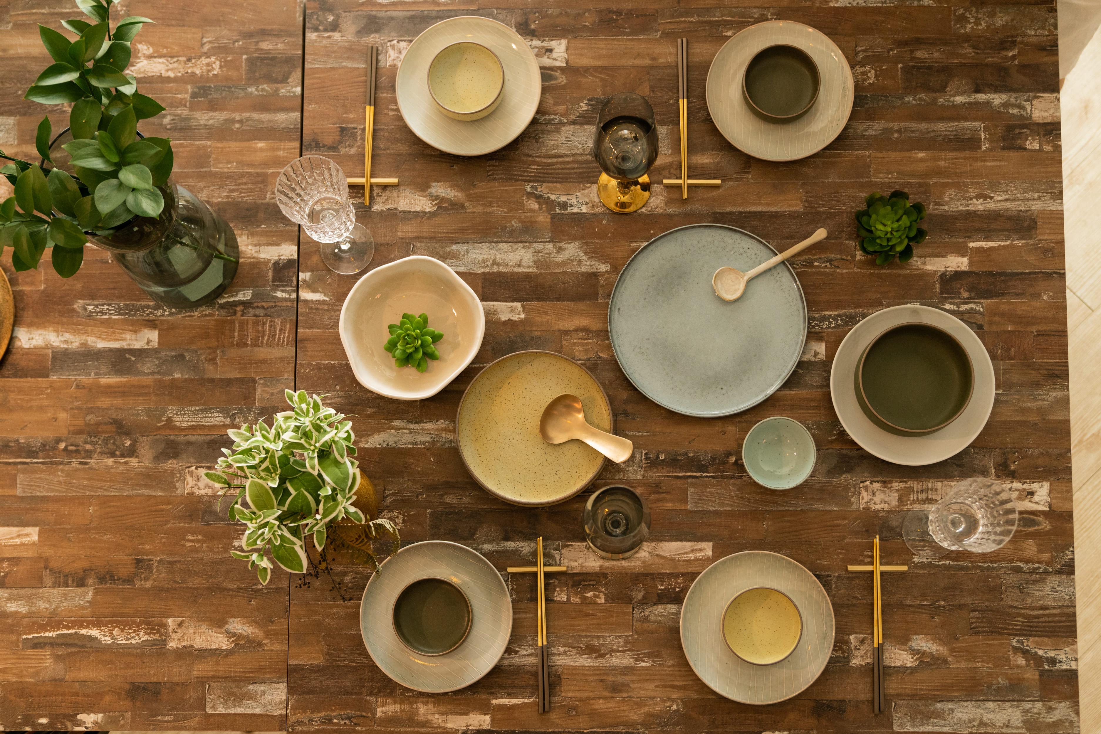 WAGA的餐具常以大地色系做搭配